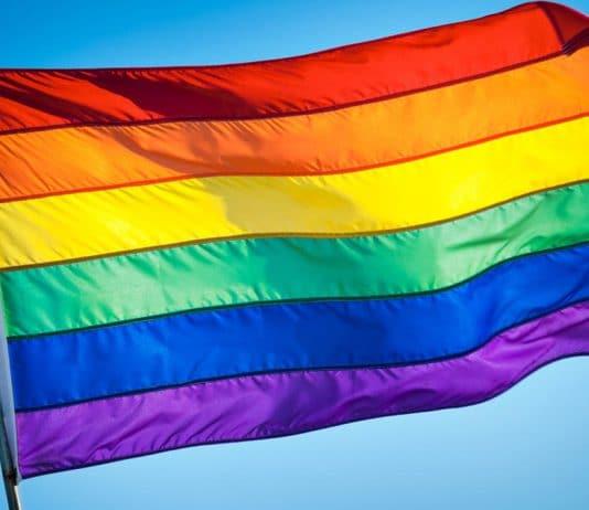 Suppression aide centre LGBT Nantes